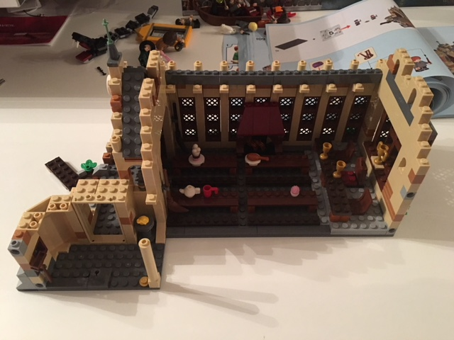 harrypotter-lego-greathall-01