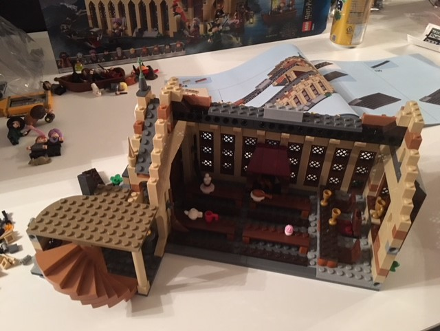 harrypotter-lego-greathall-05