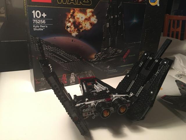 kyloren_shuttle_lego40